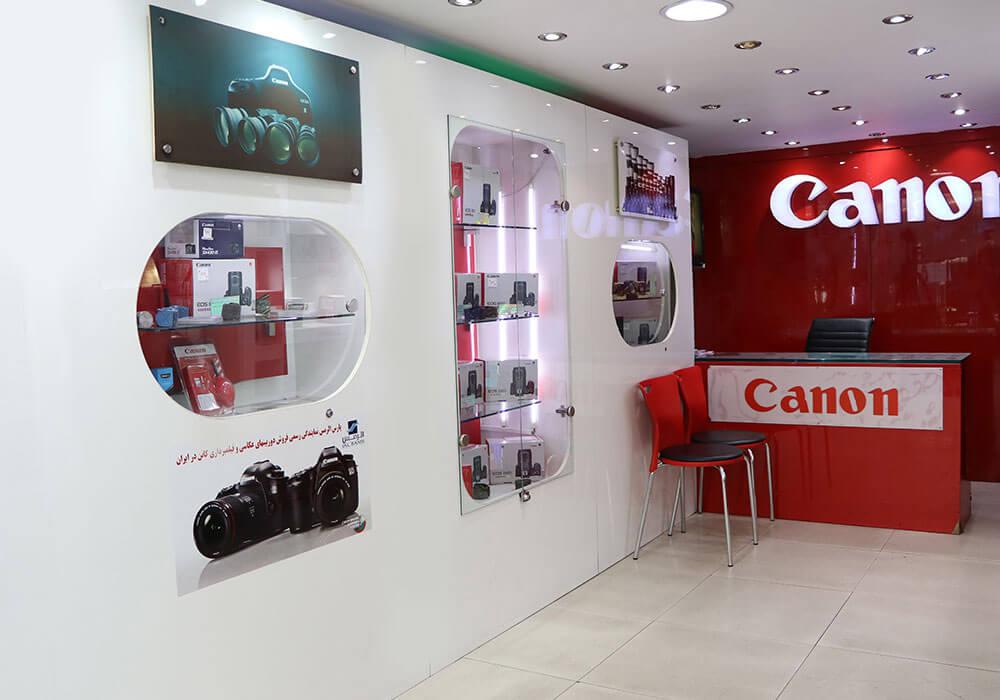 دوربین-عکاسی-کانن-با-لنز-دوربین